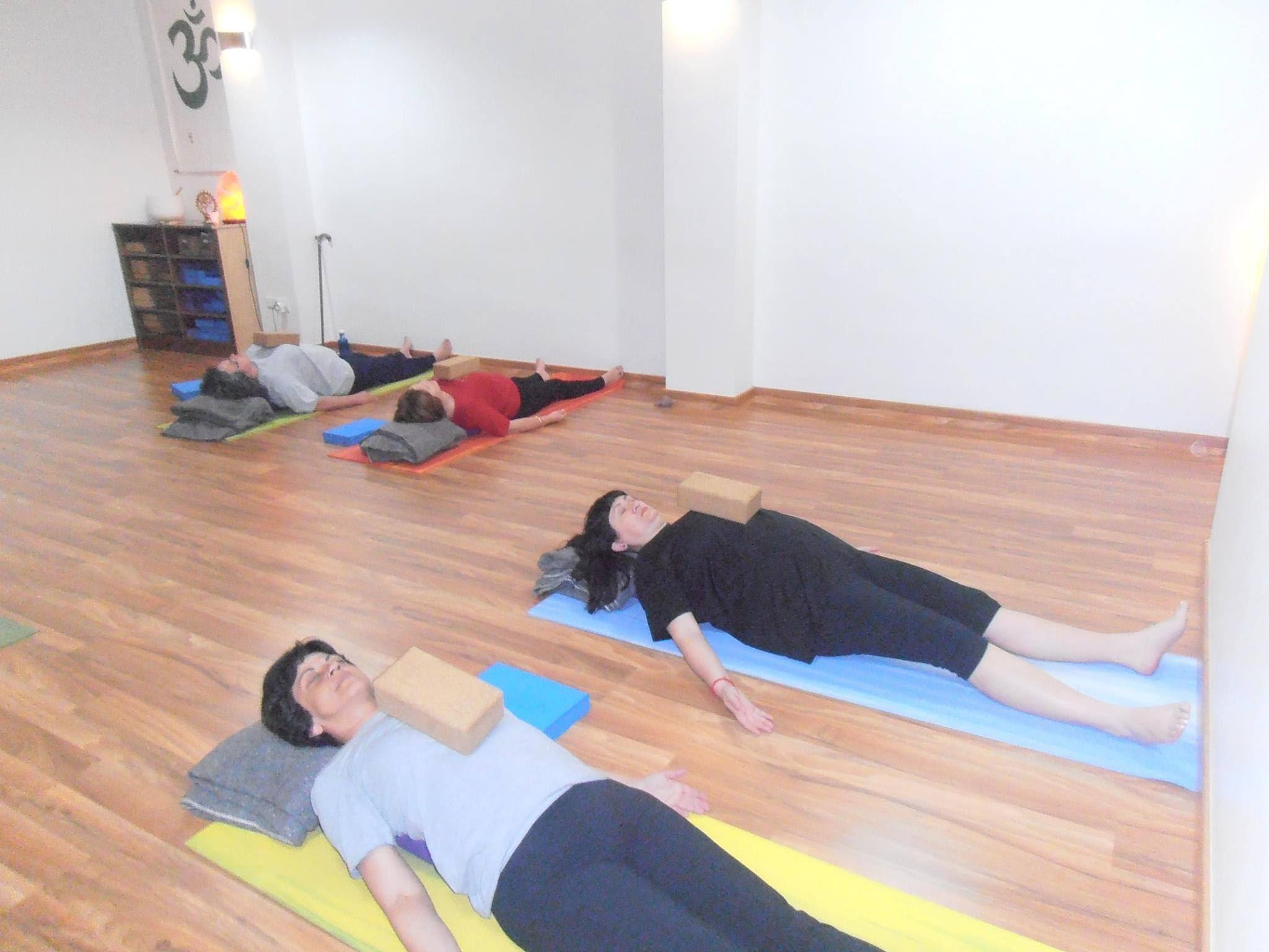 imagen yoga aemec
