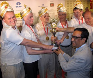 Ajay Makan honour the members of the Russian blind chess team