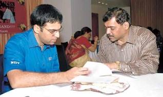 Viswanathan Anand with Charudatta Jadhav