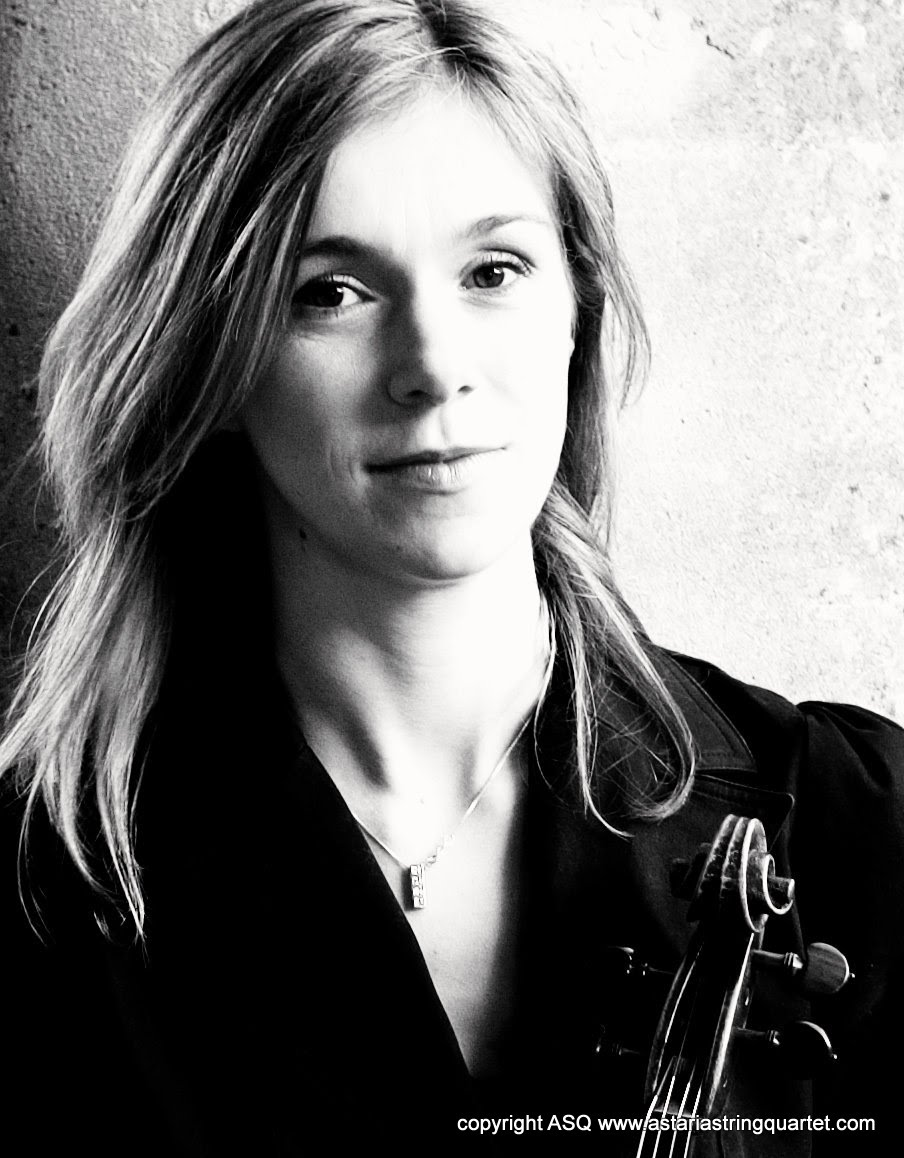 Kate Bickerdike violist with the Astaria String Quartet