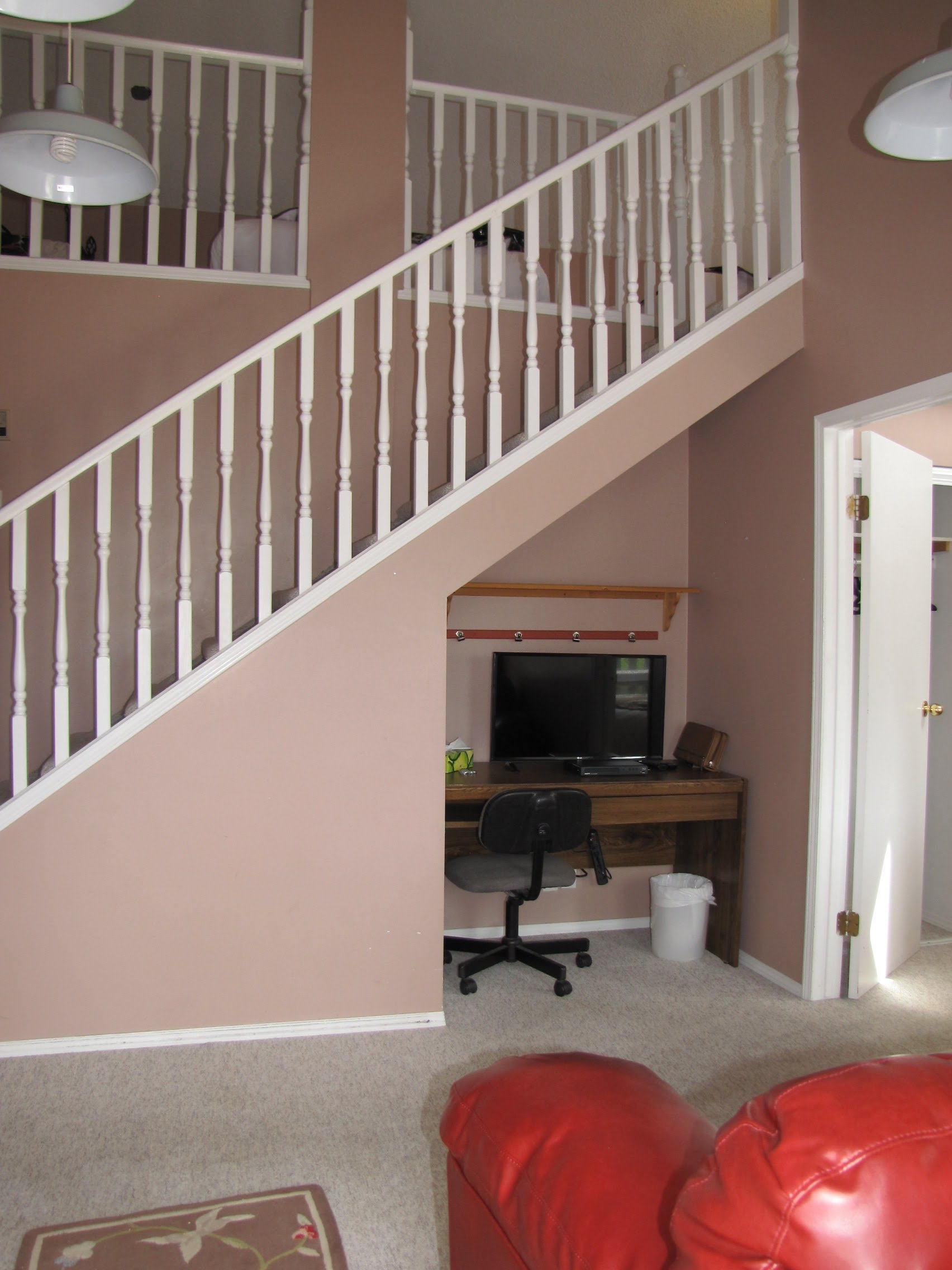 Entry + Q bedroom Loft ...