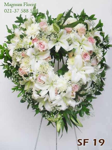 Karangan Bunga Bentuk Love