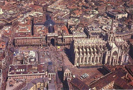 Milan's Piazza del Duomo