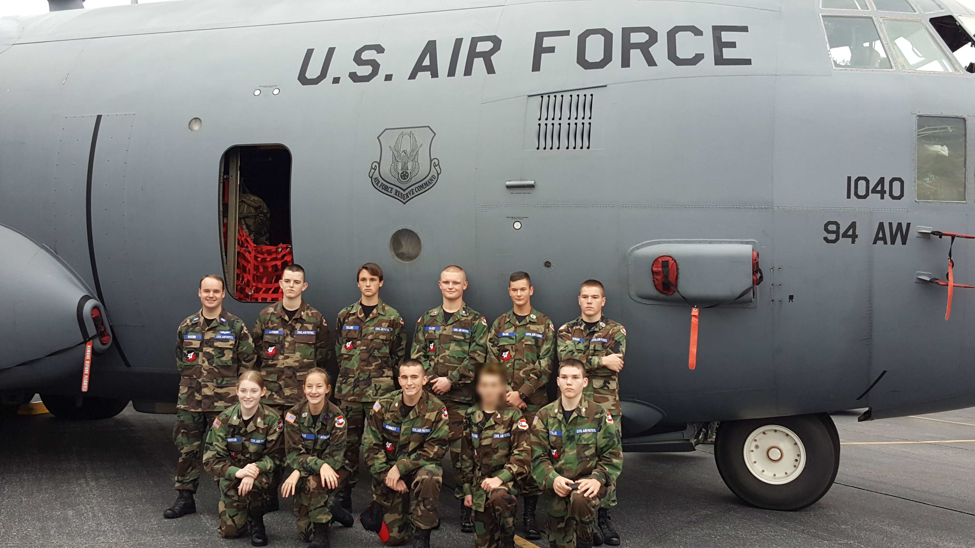 GA452 Cadets in front of USAF-R C130.