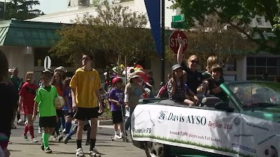 Davis AYSO volunteers at 2011 UCD Picnic Day parade