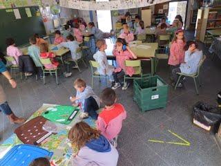 http://rosellaescolaverda.blogspot.com.es/2014/03/hem-estrenat-les-maletes-de-joc-i-de.html#comment-form
