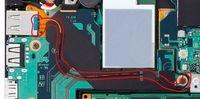 Zoom sur le câble optique inséré dans le port USB 3.0 classique (source : Sony)