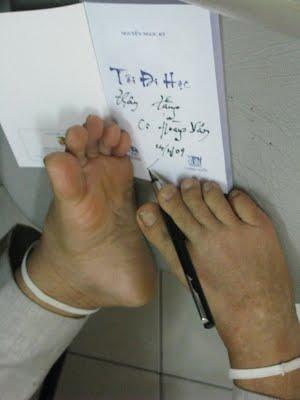 Kết quả hình ảnh cho thầy giáo khuyết tật nguyễn ngọc ký