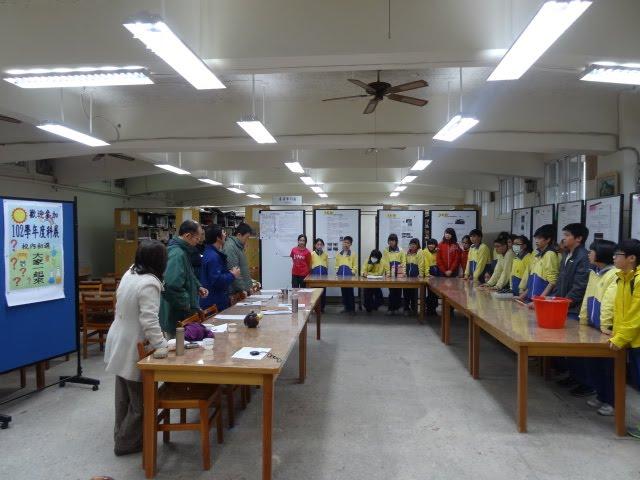 評審老師對參與同學講評與鼓勵。