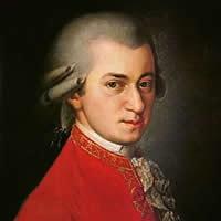 Wolfgang Amadeus Mozart fue un excelente compositor y pianista austriaco, maestro del Clasicismo, considerado como uno de los músicos más influyentes y destacados de la historia. Su obra abarca todos los géneros musicales de su época y alcanza más de seiscientas creaciones, en su mayoría reconocidas como obras maestras de la música sinfónica, concertante, de cámara, para piano, operística y coral, logrando una popularidad y difusión universales.