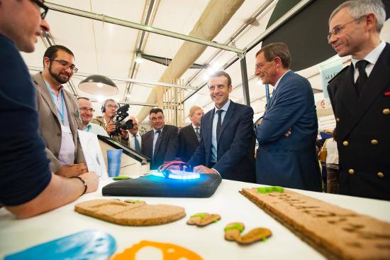 Mr le Ministre Emmanuel Macron en visite sur notre stand