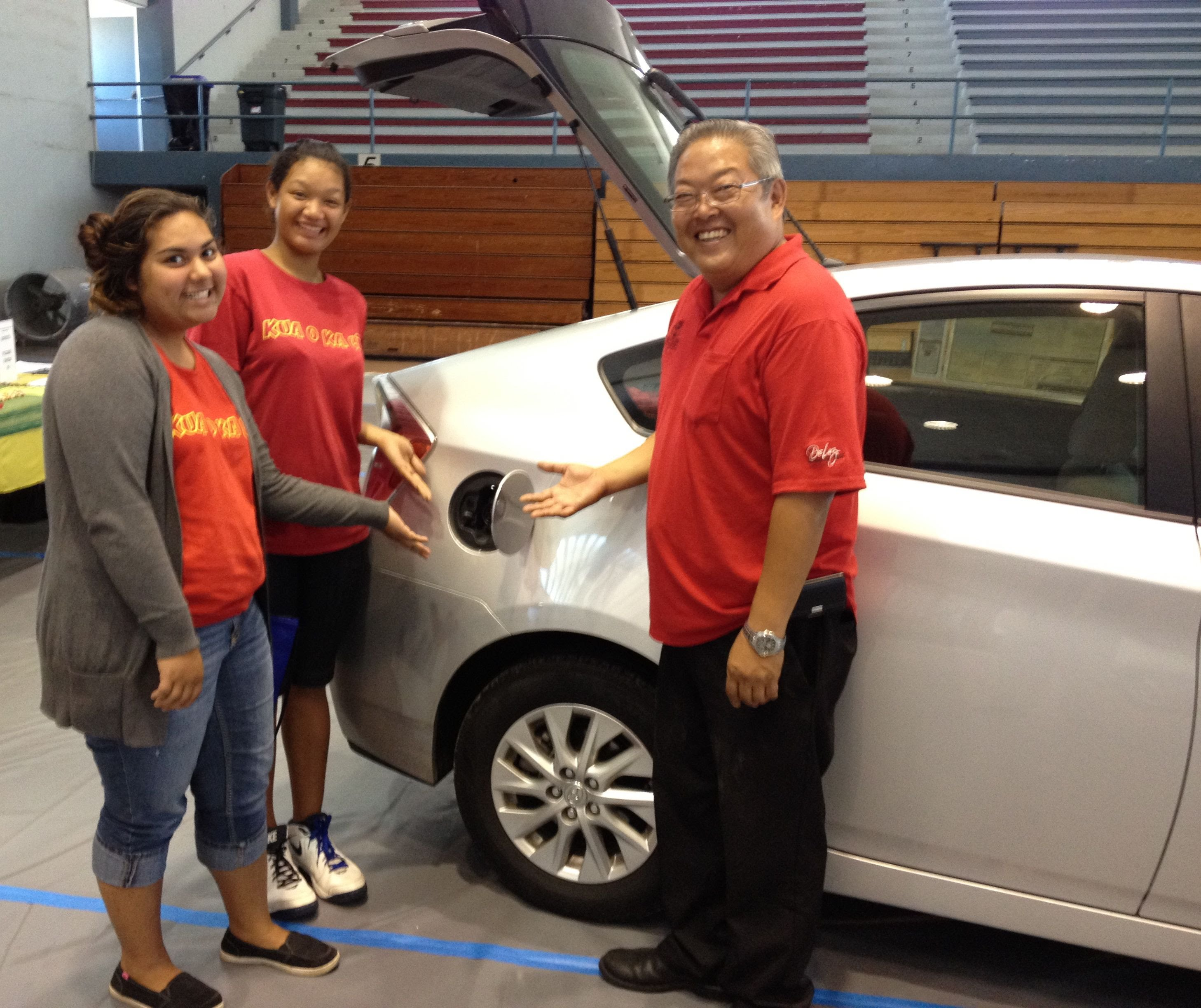 Students Check Out 2013 Toyota Prius With Bliss Nakayama Of Big Island  Toyota.