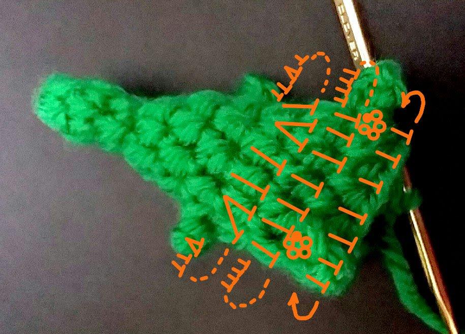 かぎ編みの毛糸クリスマスツリーは汚れたら丸ごと洗えて最も清潔かつ安全なツリーです