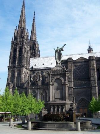 chambre d'hôte les trefles en auvergne dans le puy de dôme : Clermont Ferrand la cathédrale