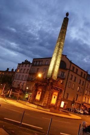 chambre d'hôte les trefles en auvergne dans le puy de dôme : clermont-ferrand l'obelisque