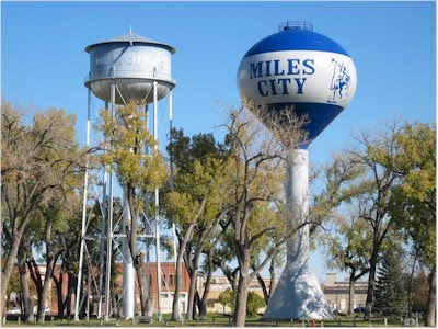 Water distribution system city of miles city left to right original 1911 tank 500k gallon tank erected in 2007 publicscrutiny Image collections