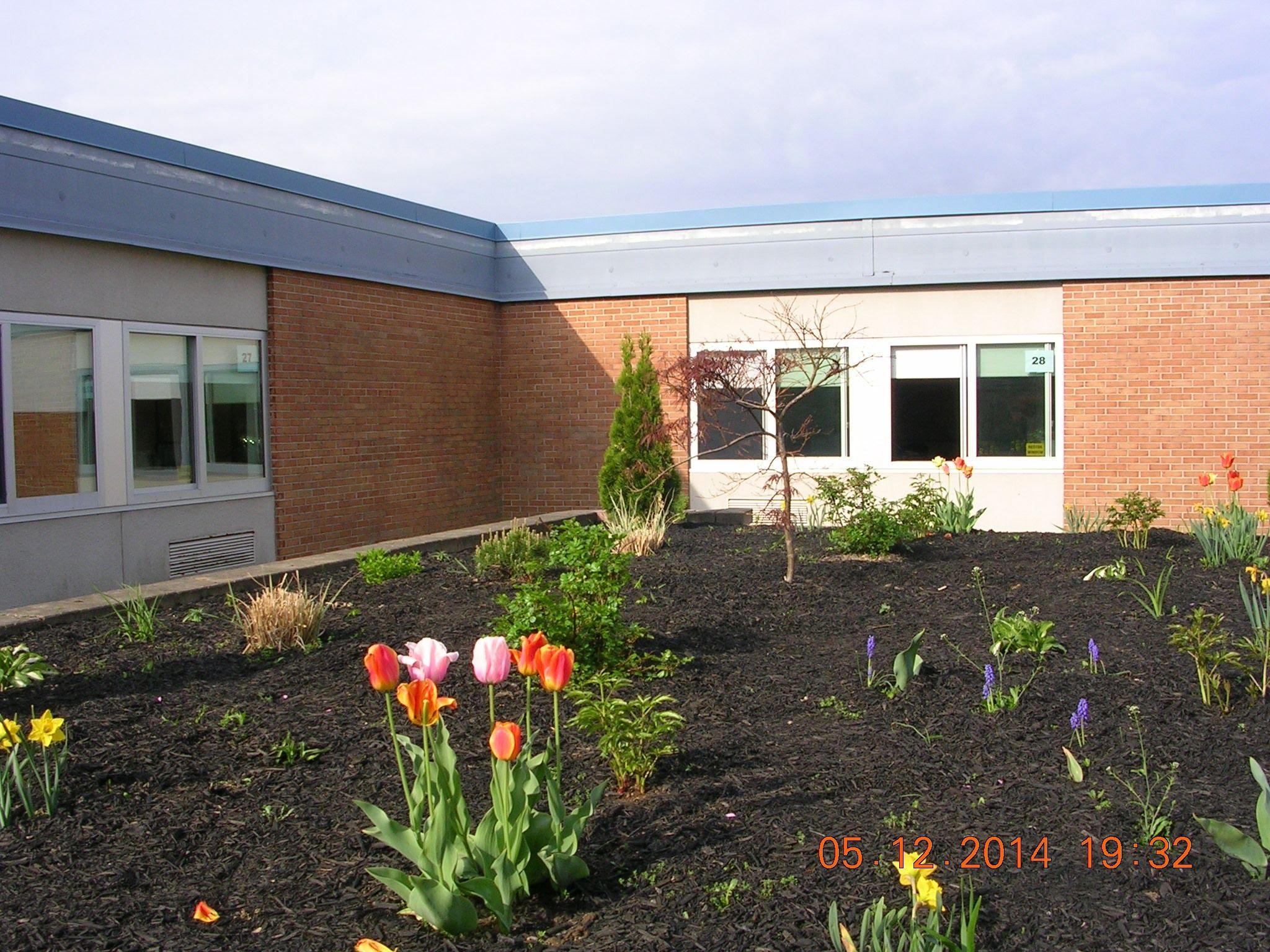 Front planter
