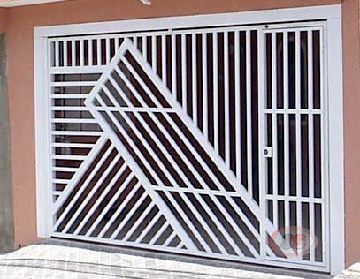Queria comprar um portão que não tivesse o portão pequeno junto com o portão grande, que fossem separados, porque tem uma coluna em casa. Existem modelos prontos ou tem que mandar fazer?