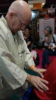 Démonstration de shiatsu yin au Salon des Seniors 2015