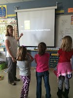 Aue teacher Jennifer Nielsen and 2nd grade students