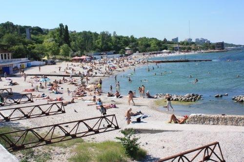 В преддверии летнего сезона городские власти контролируют соблюдение свободного доступа на городские пляжи