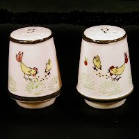 Vintage Hand Painted Chicken Pottery Salt and Pepper Shakers