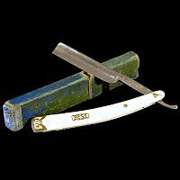 Antique Straight Edge Razor with Box, handle made of pearlized celloid, 1910 Solingen Germany