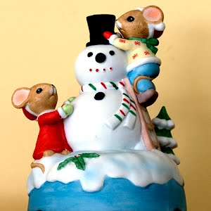 Vintage Musical Snowman with Mice plays Winter Wonderland