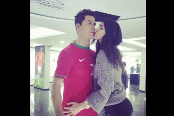 Irina Shayk seduce a un Cristiano Ronaldo de cera - Noticias y Eventos  deportivas ee0e4bcc9a9c3