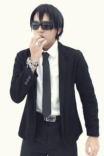 http://monogatari.super-stage.com/artist/host/mask