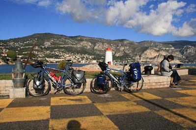 https://sites.google.com/a/tartarughedellakirghisia.it/www/vita-sociale/che-viaggio/bici%20a%20Cap%20Ferrat.jpg
