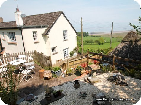 http://www.thebestofexmoor.co.uk/stay-in-porlock-weir/dunns-cottage