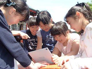 実際に制作に取り組む静岡県の小学生たち