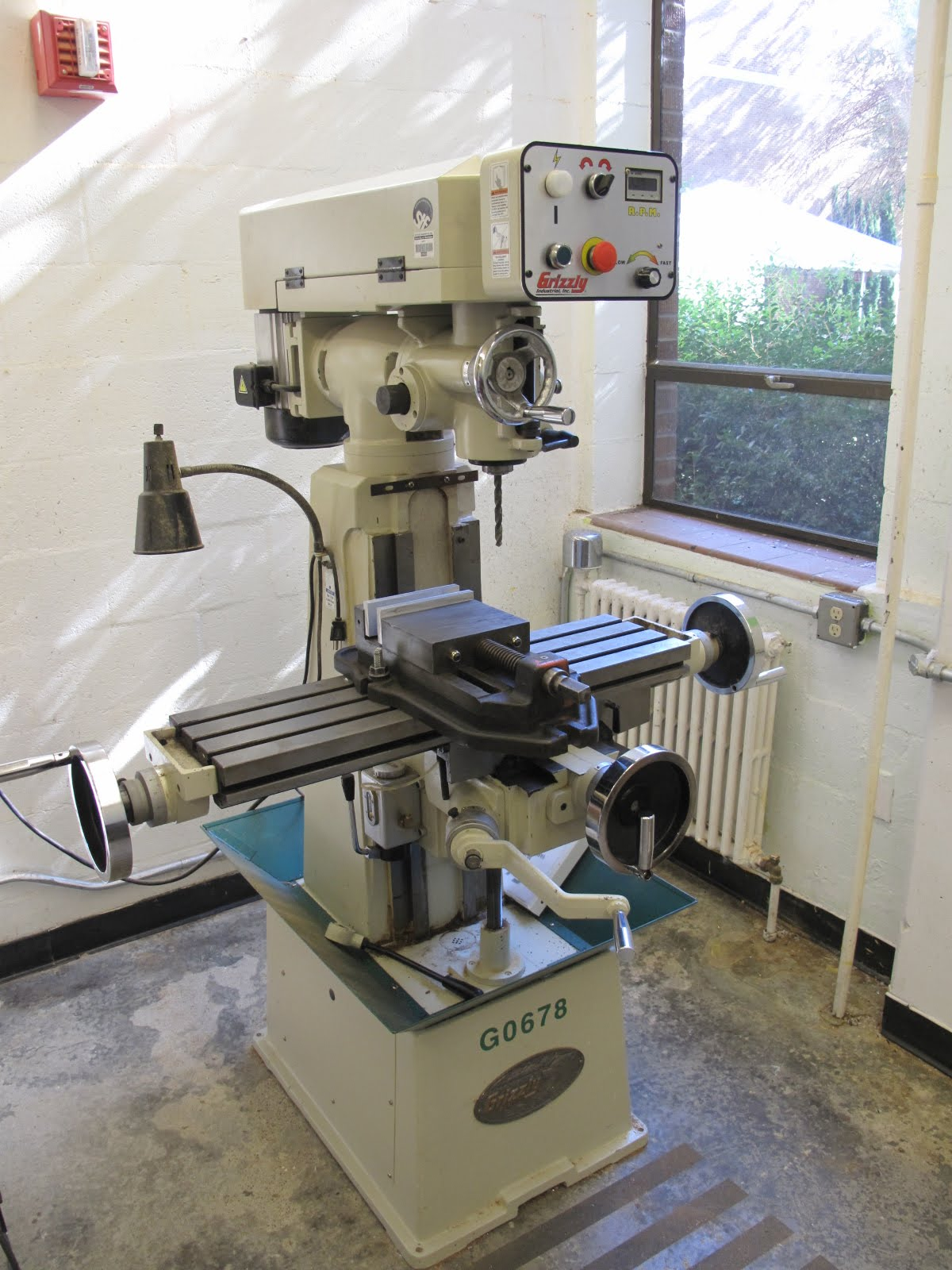 Grizzly Manual Milling Machine