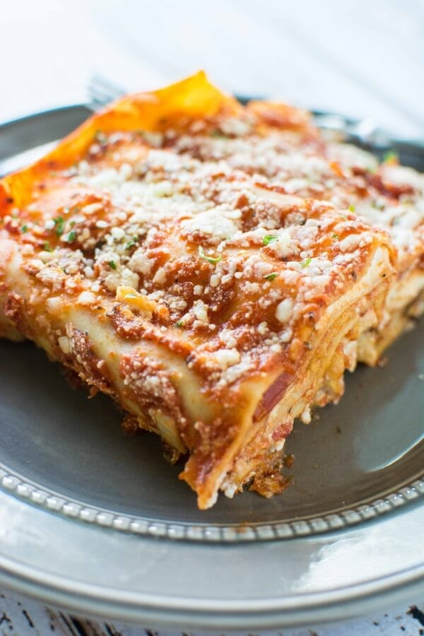 http://slowcookergourmet.net/3-ingredient-slow-cooker-lasagna/