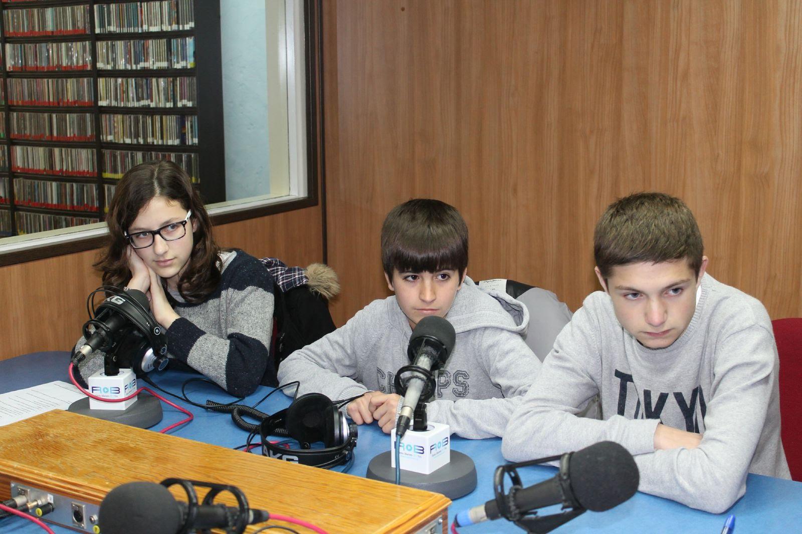 https://sites.google.com/a/xtec.cat/seselva2/dinamitzacio/parlem-educacioalaradio/parlem-d-educacio-a-la-radio-15-16/radio-15-16-col-santa-maria/IMG_4836.jpg