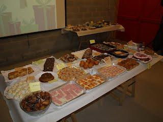 Resultat d'imatges de taula amb menjar
