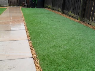 Artificial grass by hardtoppaving.co.uk