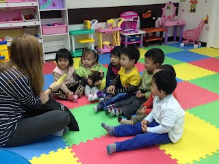 Story time with Rachel in Fun Kids Castle AEW a leading English Learning center in Tuen Mun, Hong Kong
