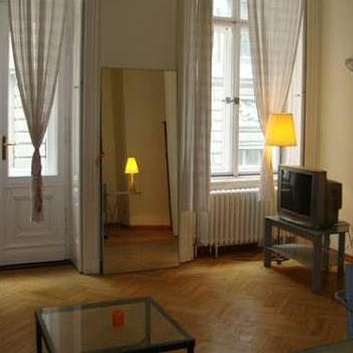 Pedestrian street one bedroom apartment with balcony in District 5, Budapest