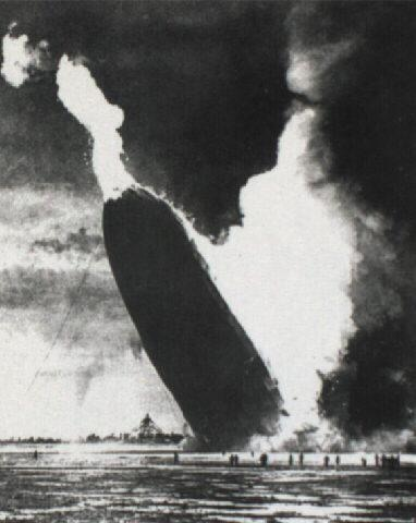 اشهر لقطات الكاميرا التى اثرت فى العالم Hindenburgdirigible.JPG