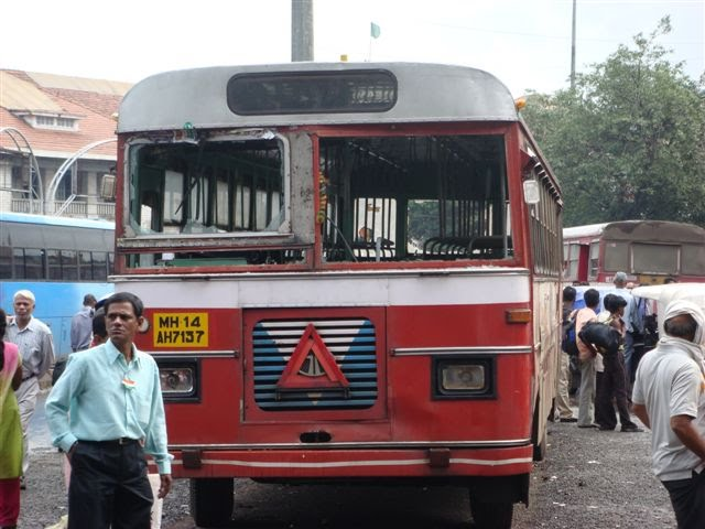 Outside Pune Station on 15 Aug 07