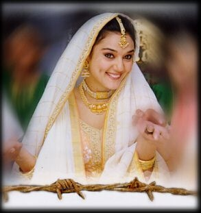 bollywood actress preity zinta/posters/photo graphy/saree/www/download/ kiss/pics/latest/photos