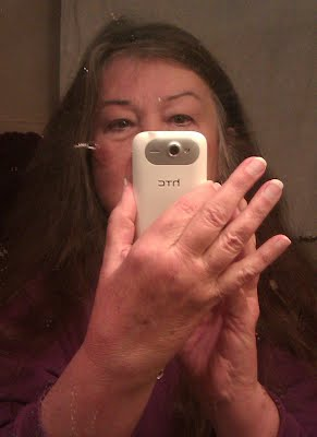 Selfie me Gloria Poole,RN,artist, author, cartoonist taking selfie, Feb 2017 in my apt in Missouri,USA