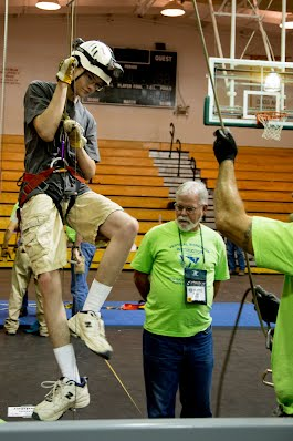 Brian practices vertical techniques at MayaCon