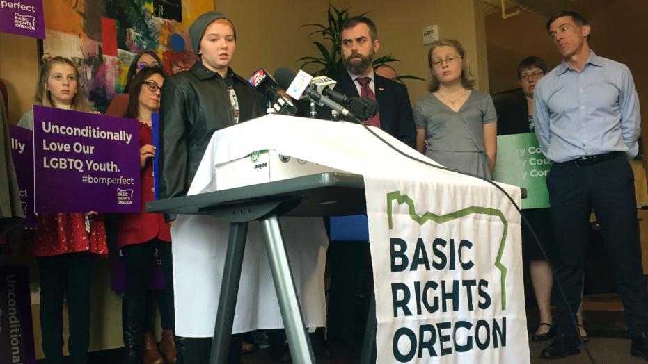 Student sues school over transgender-friendly locker room