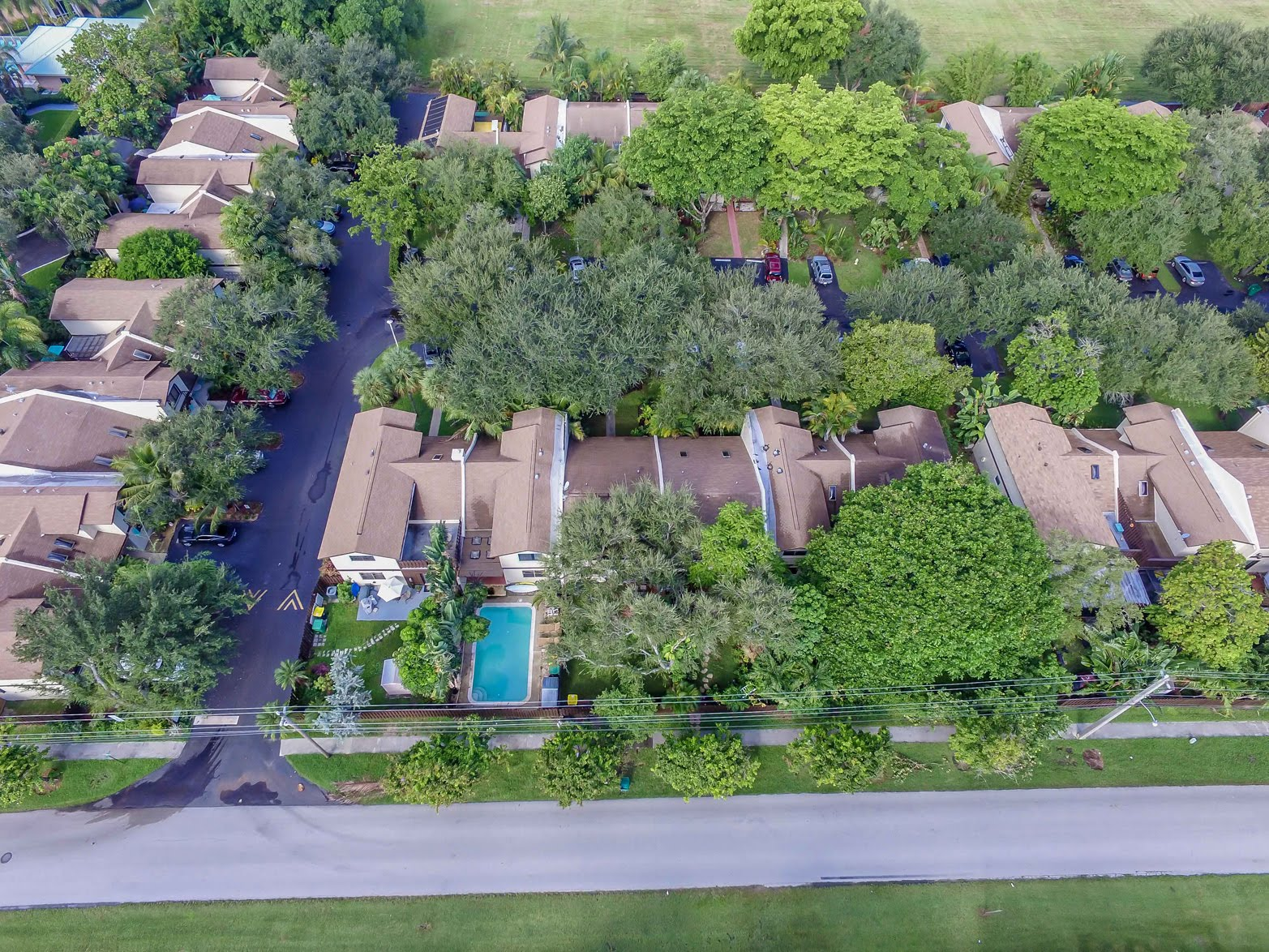 Country Squire Townhomes Dania Beach, FL 33004- find homes for sale by Realtor Kate Smith 786-412-8510