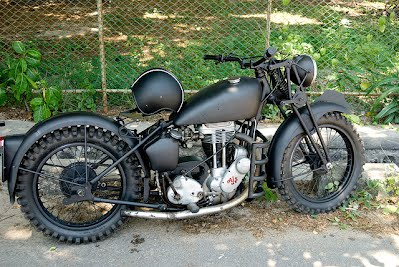 Here Is A More Modern Looking Bobber With Nice Clear Coat Paint Job And Again Set Of Girders This One Sleek