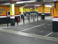 Interior Parking Mercado de Colón