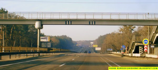 Фото: Автомагистраль М05-Е95 Киев-Одесса. Пешеходный мост - Photo: Highway M05-E95 Kyiv-Odesa. Bridge
